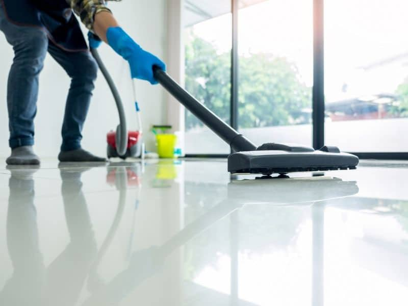 should I hire a commercial cleaning service